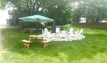 picnic area at lake point motel