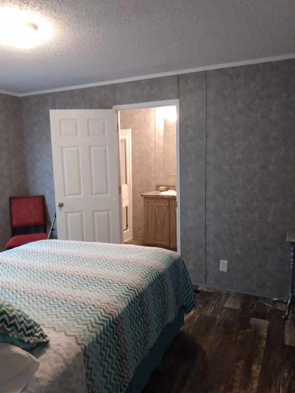 a bedroom at lake point motel