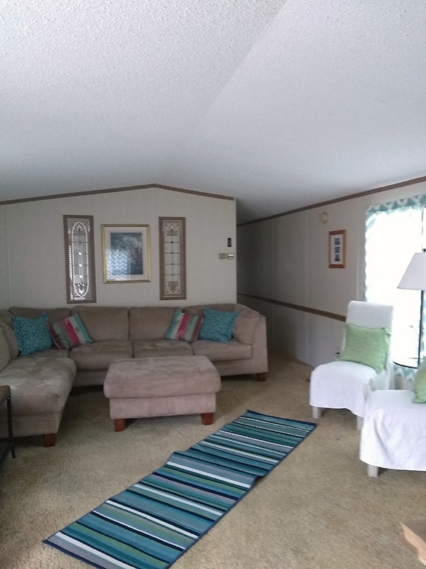 a living room at lake point motel