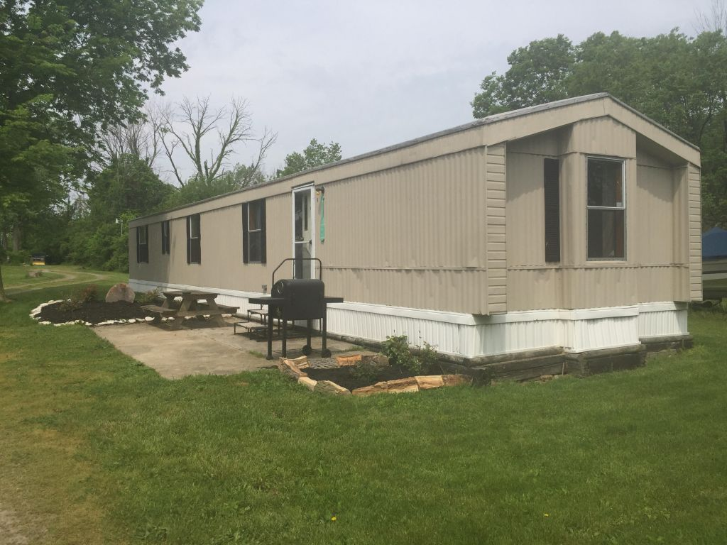 the exterior of a lake point motel mobile home